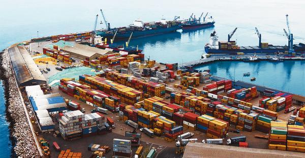 El puerto de Arica, en Chile, es uno de los más utilizados para recibir y despachar la carga boliviana