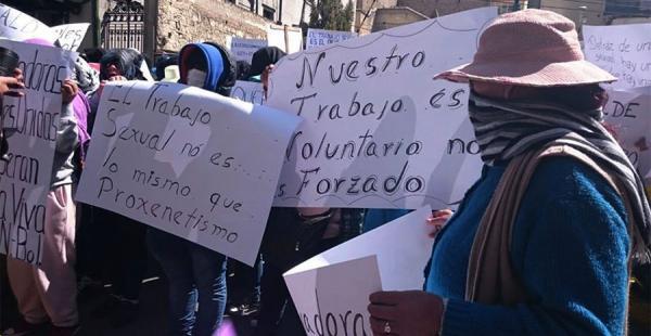 A raíz del cierre de un local en La Paz, salieron a defender su única fuente de ingresos