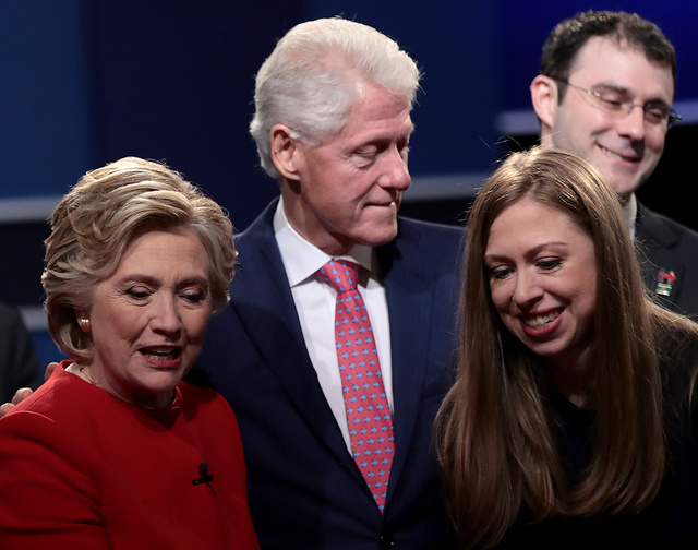 Hillady, Bill y Chelsea Clinton.