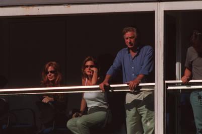 Otros tiempos. Menditeguy (izquierda) en un palco de la Bombonera con Flavia Palmiero y Franco Macri, en 1998