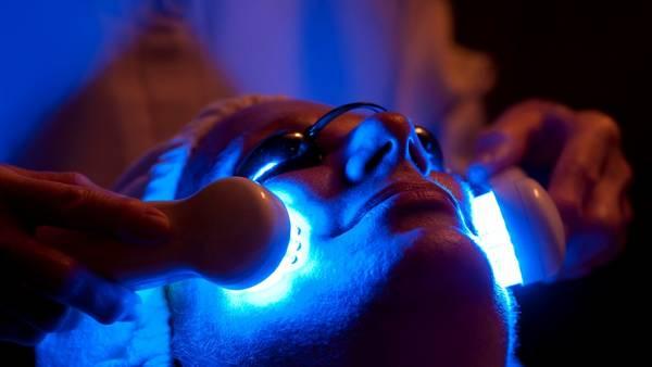 Las terapias con LED son una alternativa en los acnés que no pueden ser tratados por vías farmacológicas.