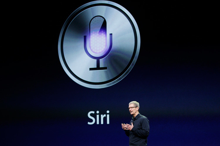 Tim Cook habla sobre Siri durante un evento de Apple en San Francisco, California. 7 de marzo, 2012