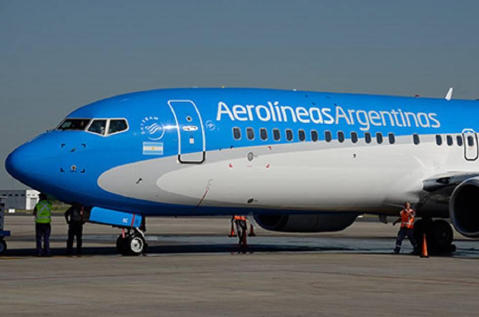 Un avión de Aerolíneas Argentinas, empresa estatal de bandera.