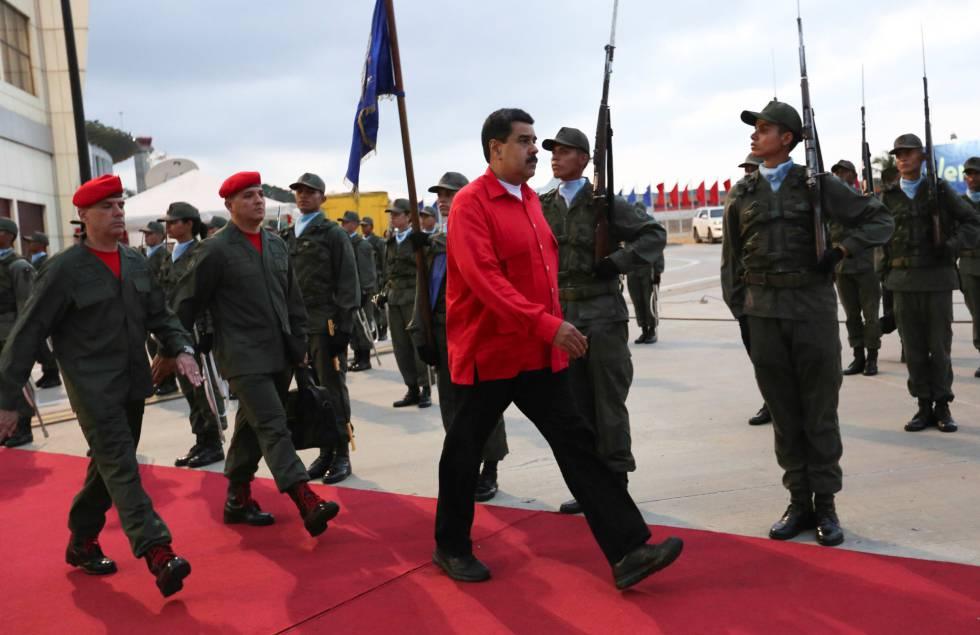Nicolás Maduro recibe honores militare el aeropuerto de Caracas