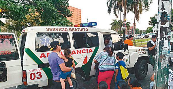 Dos personas tuvieron que ser evacuadas de emergencia
