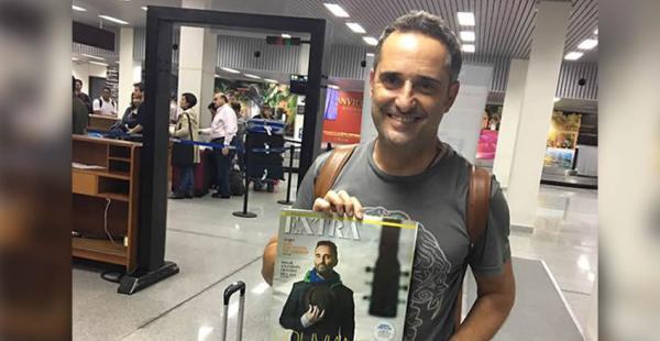 El uruguayo se presentará la noche de este lunes en el teatro René Moreno. Posó con la revista EXTRA, del Diario Mayor, que le había hecho un reportaje previo a su llegada al país