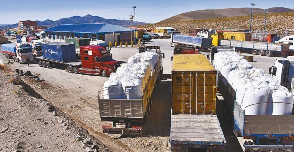 Los transportistas bolivianos denunciaron malos tratos en Chile