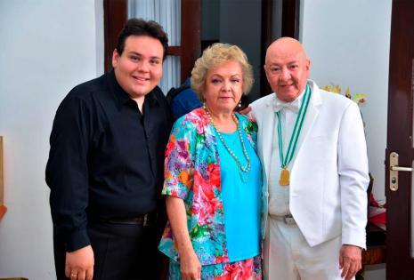 Su 'hijo' Sebastián Galarza y su hermana Roxana.