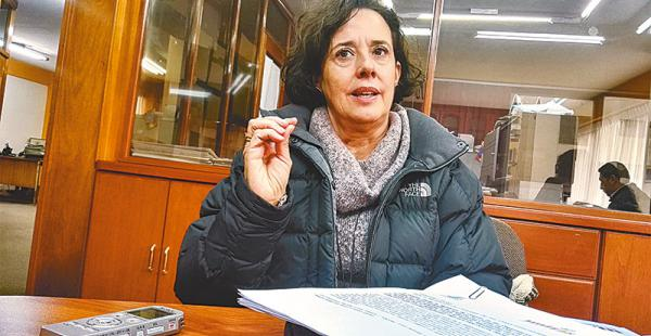 militante de las ong estuvo en la redacción de el deber La trabajadora social colombiana llegó a Bolivia para participar en la rendición de cuentas de la ONG Unitas