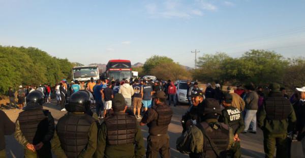 El bloqueo en Boyuibe perjudicó por varios días el tránsito en la carretera internacional hacia Argentina