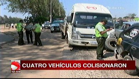 Camión provoca choque de cuatro vehículos cerca del túnel de San Aurelio