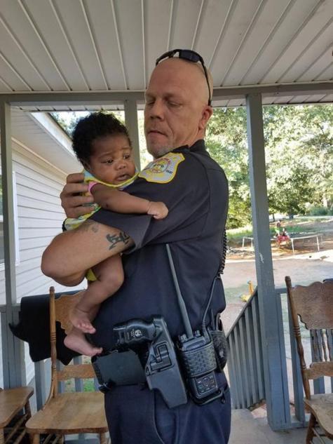 policia-bebe-1