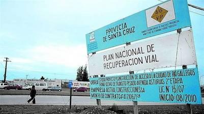Cartel de Vialidad con una de las licitaciones que le otorgaron a Lázaro Báez. Foto Clarín