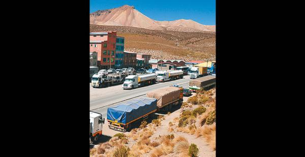 Unos 3.000 camiones estaban varados la anterior semana en frontera