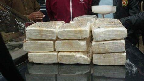 Droga en Bolivia en paquetes tipo ladrillos.