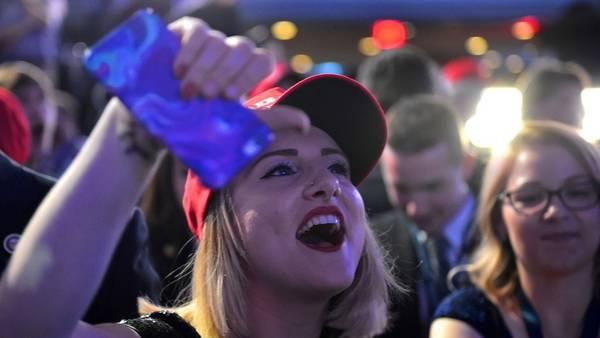 Los simpatizantes de Donald Trump comenzaron los festejos preliminares aguardando el resultado final (AFP)