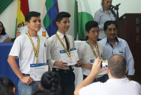 Los jovenes estuvieron acompañados por su padres, profesores y amigos