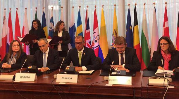 Jorge Glas, junto a miembros de la UE firmaron este 11 de noviembre el acuerdo comercial con el bloque. Foto: cortesía