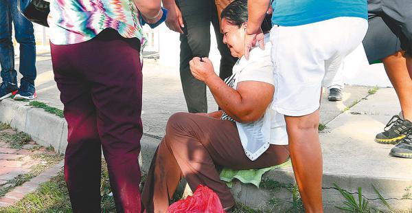Su madre se desvaneció ayer en las puertas de la morgue del hospital de la Pampa de la Isla