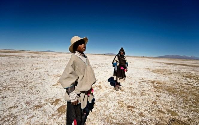 Dan ayuda a los chipayas, que migran a Chile por falta de agua