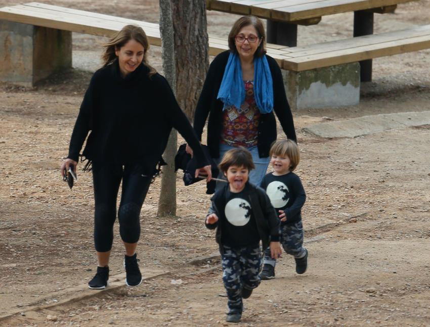 Sasha y Mila, hijos de Shakira y Piqué, salieron de paseo junto a su abuela paterna, ambos lucieron los mismos outfits.
