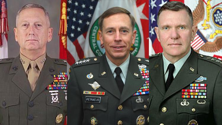 De izquierda a derecha, los generales James Mattis, David Petraeus y Jack Keane.