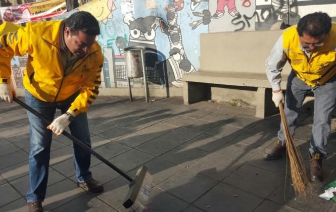 Alcalde y funcionarios ediles recogen la basura de la ciudad por el paro de Sabenpe