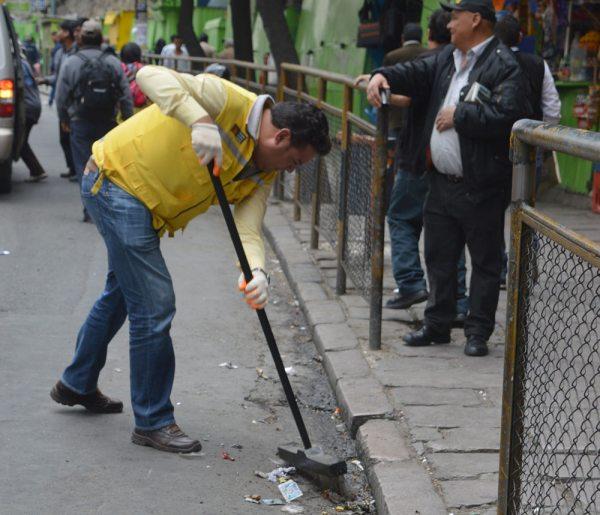 EL ALCALDE LUIS REVILLA BARRIÓ LAS CALLES, COMO MEDIDA DE EMERGENCIA ANTE EL PARO DE SABENPE.