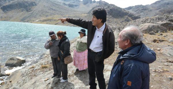 El primer mandatario inspeccionó esta jornada las obras en la laguna Kasiri, en el macrodistrito Hampaturi.