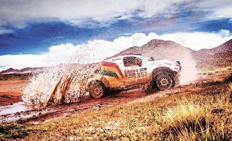 El piloto Marco Bulacia conduce su vehículo durante el Dakar de este año.