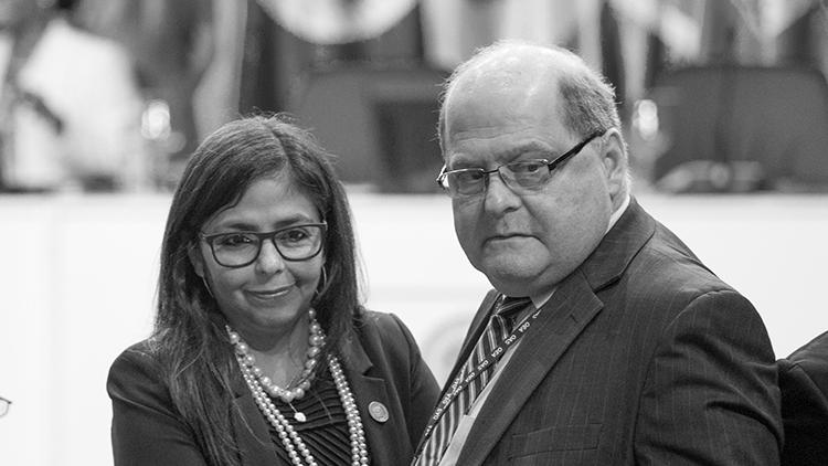 La ministra de Relaciones Exteriores, Delcy Rodríguez, y el embajador de Venezuela ante la Organización de Estados Americanos (OEA), Bernardo Álvarez, asisten a la 46 Asamblea General en Santo Domingo. 14 de junio de 2016.