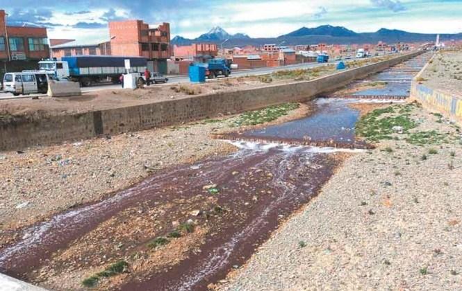 """Expertos de la UMSA sugieren que fábricas instalen plantas para """"tratar"""" desechos líquidos"""