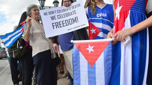 Banderas. Cubanos de Miami celebran, en la