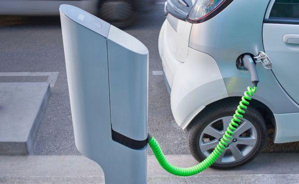 Cuatro grupos de automóviles crearán la mayor red de carga rápida para coches eléctricos en Europa