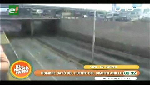Hombre cae del viaducto del cuarto anillo y avenida Banzer