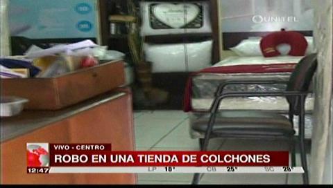Delincuentes roban en una tienda de colchones de la calle Buenos Aires
