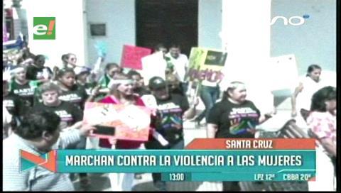 Santa Cruz marcha contra la violencia hacia la mujer