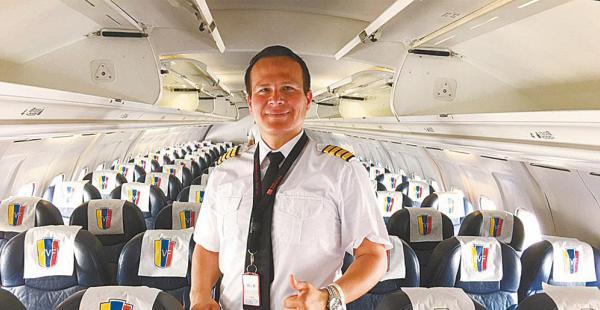 Pandino en el aire. Miguel Alejandro Quiroga Murakami realizó muchos vuelos nacionales e internacionales. El último lo hizo el lunes a Colombia.
