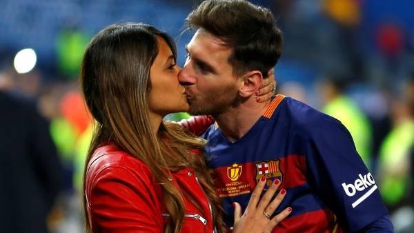 Lionel Messi y Antonella Roccuzzo se conocieron cuando eran muy chicos. Hoy ya son padres de dos nenes. (AP)