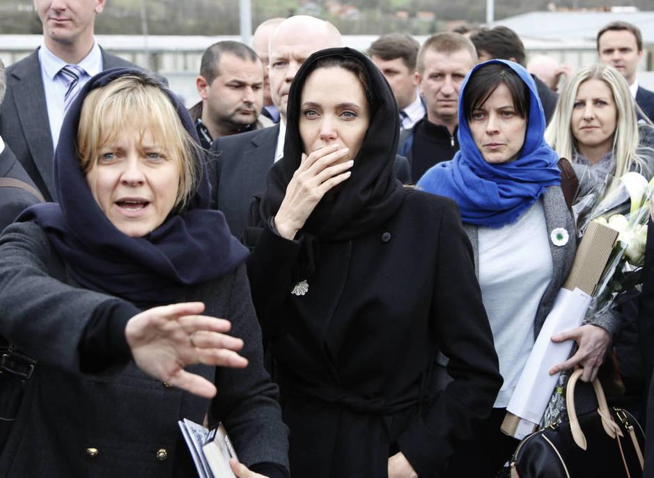 Angelina Jolie junto a las