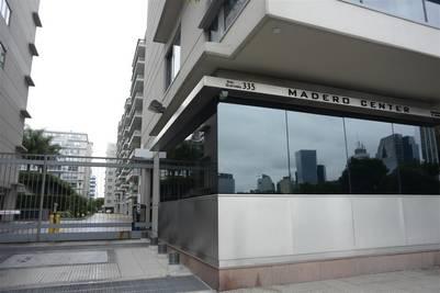 Madero Center. En el complejo, Los Sauces tiene dos departamentos, un local y cocheras. FOTO: ANDRES D'ELIA.