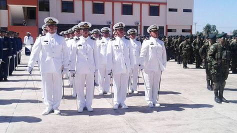 Oficiales de la Naval en la graduación de la Escuela de Comando Antiimperialista en Warnes