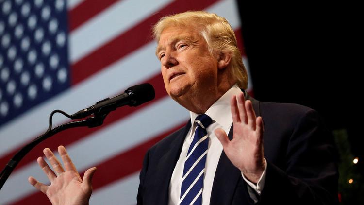 El presidente electo de los EE.UU., Donald Trump, habla en un evento en el Centro de Exposiciones Ferias del Estado de Wisconsin, en West Allis, Wisconsin. 13 de diciembre de 2016.