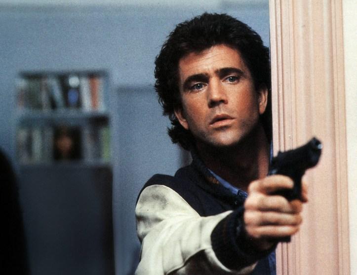 """Uno de los éxitos de Mel Gibson en la pantalla grande: """"Arma Mortal"""" ( 1987 ) junto a Danny Glover"""