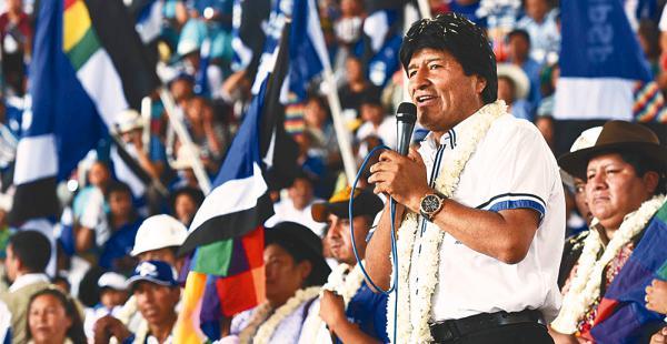 """""""No tengan miedo (a la derecha).  Si quieren enfrentarnos, que se unan"""", desafió Evo Morales"""