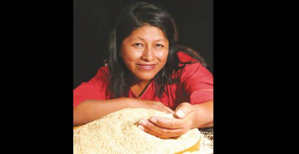 boliviana emprendedora   Avanza firme tras nuevos retos Desde la empresa Wara Quinoa Organic Bakery que creó con su esposo hace seis años en EEUU distribuye diversos pasteles y jugos elaborados con quinua. Tiene a  bancos entre sus mayores clientes.  Se a