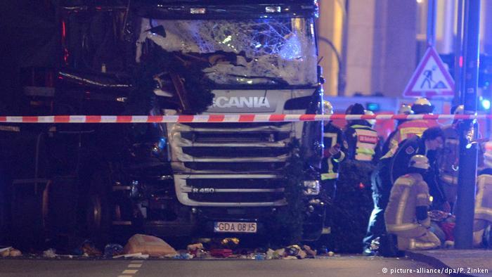 Deutschland Neun Tote und viele Verletzte auf Berliner Weihnachtsmarkt (picture-alliance/dpa/P. Zinken)