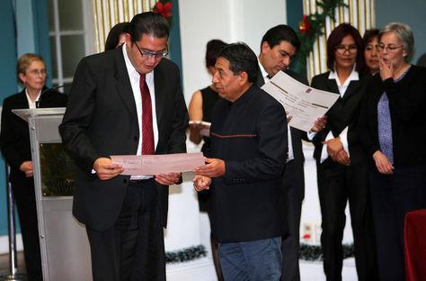 El canciller David Choquehuanca (c), participa en la graduación de funcionarios en un curso de capacitación avanzada en comercio internacional. Foto: EFE