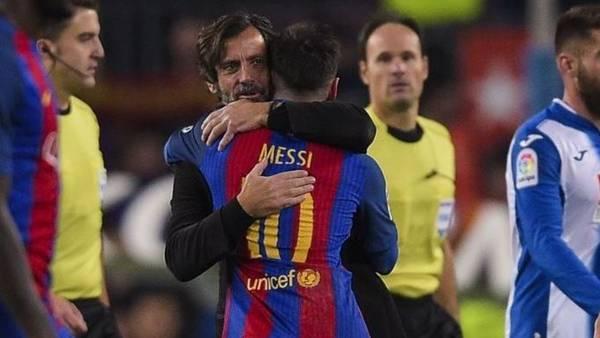 Quique Flores abrazó a Messi después de su gran partido ante el Espanyol.