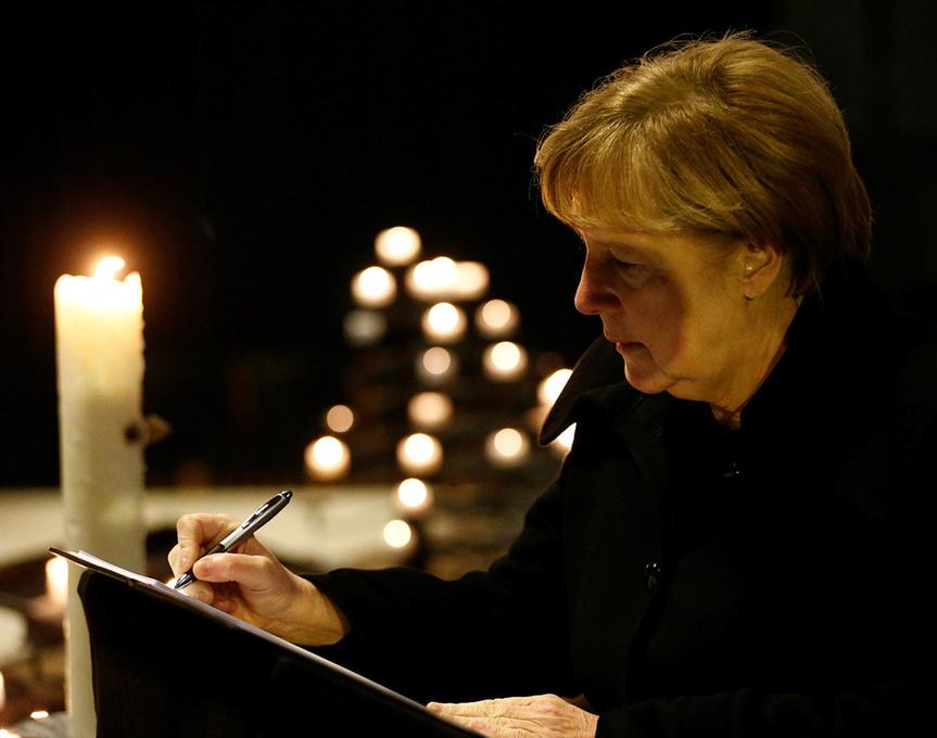 Angela Merkel, en el memorial por las víctimas del atentado en Berlín.